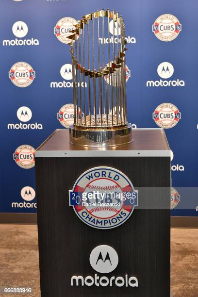 As the Official Smartphone Partner of the Chicago Cubs Motorola helped to officially open The Trophy Room presented by Motorola at the brand new Park...