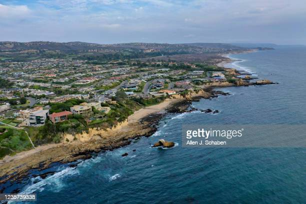 As the oil spill spreads across Orange County, a team of biologists from the University of California Santa Cruz and Tenera Consulting firm assess...