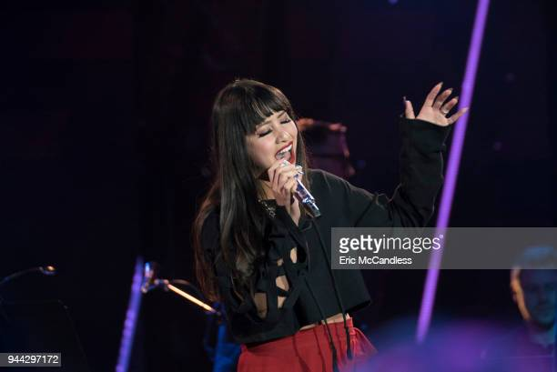 IDOL '109 ' As the pool has been narrowed to the top 24 contestants12 of the top 24 finalists perform solos at Academy LA in Hollywood during this...