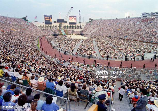As the sun sets, Pope John Paul II celebrates 15 September 1987 at the Los Angeles Coliseum an open-air mass on the first day of his two-day visit to...