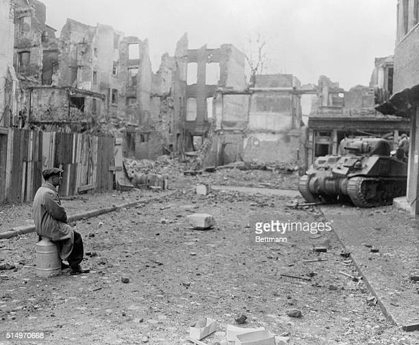 As the tide of war and its desolation comes home to Germany the German civilians see what their armies have inflicted on the Naziinvaded peoples of...