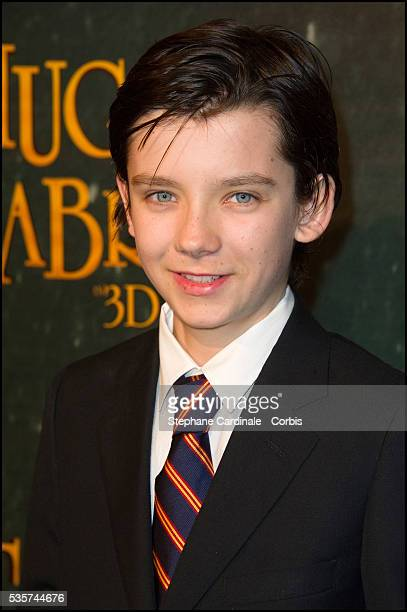Asa Butterfield attends the premiere of 'Hugo Cabret 3D' in Paris