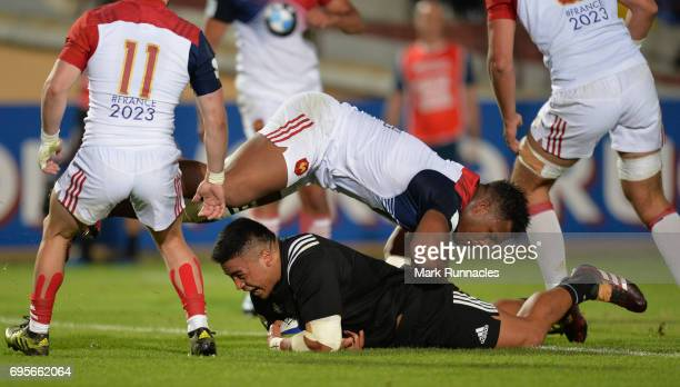 Asafo Aumua of New Zealand scores a try in the second half during the World Rugby U20 Championship Semi Final match between New Zealand and France at...