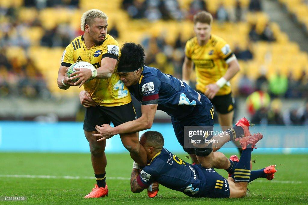 Super Rugby Aotearoa Rd 5 - Hurricanes v Highlanders : News Photo