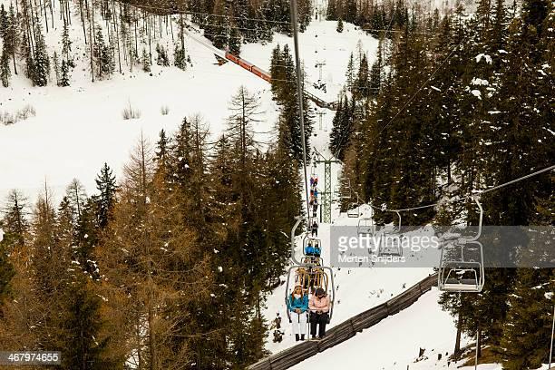 ascending ski lift with passengers - merten snijders stockfoto's en -beelden