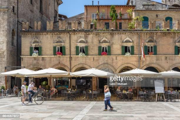 ascoli piceno,piazza del popolo - marche italia foto e immagini stock