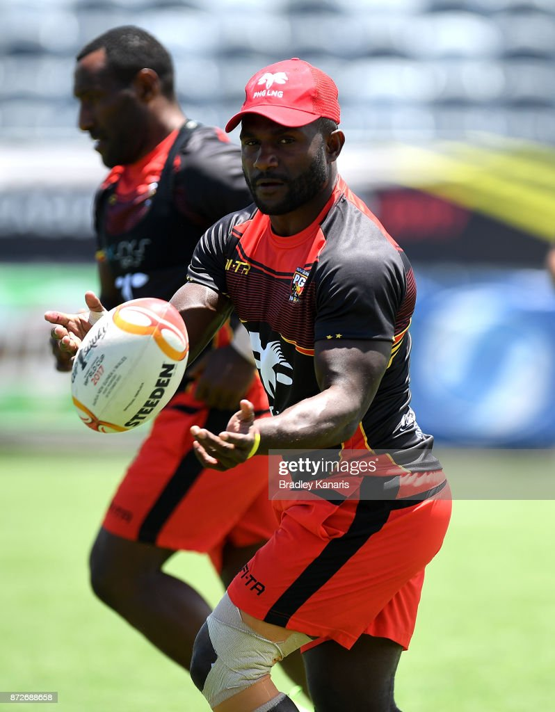 Ase Boas passes the ball during a PNG Kumuls Rugby League World Cup captain's run on November 11, 2017 in Port Moresby, Papua New Guinea.