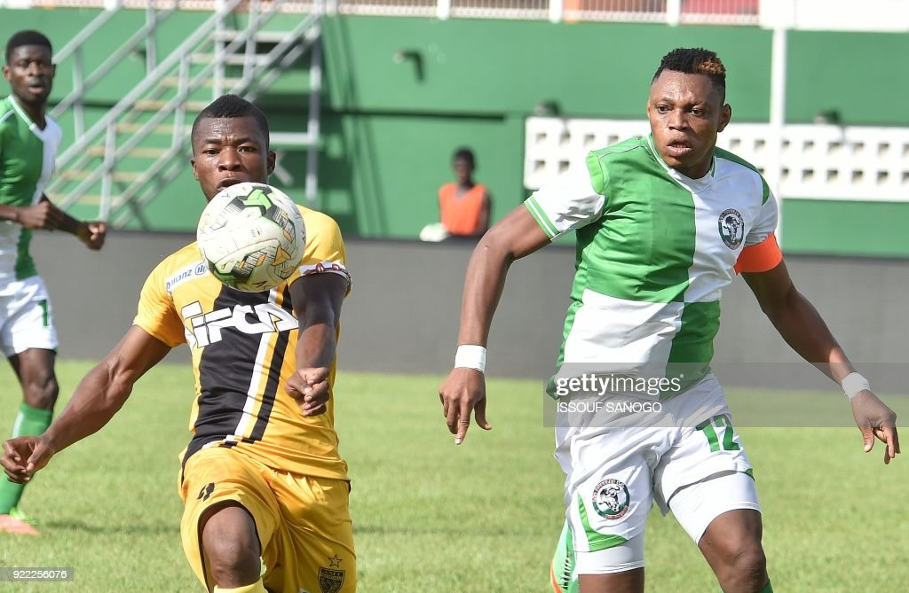 Asec d'Abidjan player Agbegniadan Komilan (L) vies with Buffaloe's Sanni Bah-Yere (R) during the African Champions league football match between Asec d'Abidjan and Buffaloes of Benin at the Felix Houphouet-Boigny stadium in Abidjan on February 21, 2018. /