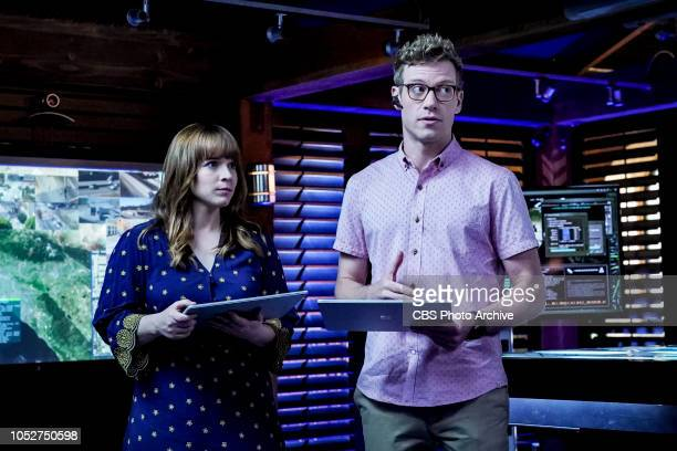 Asesinos Pictured Renée Felice Smith and Barrett Foa The NCIS team attempts to locate Mosley after she murders a cartel hitman and goes off the grid...