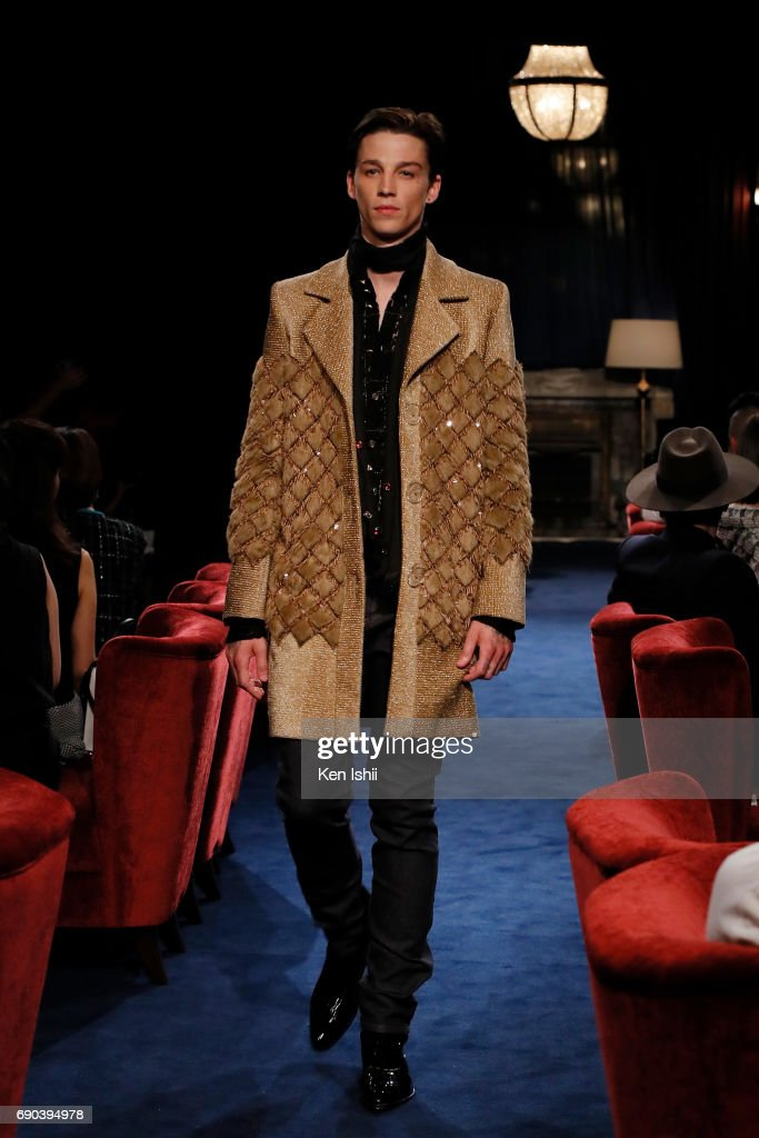 Ash Stymest showcases designs by CHANEL on the runway during the CHANEL Metiers D'art Collection Paris Cosmopolite show at the Tsunamachi Mitsui Club on May 31, 2017 in Tokyo, Japan.