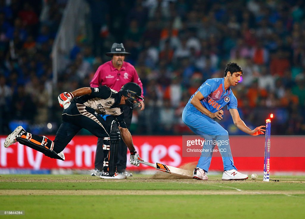 Ashish Nehra of India runs out Grant Elliott of New Zealand during the ICC World Twenty20 India 2016 Group 2 match between New Zealand and India at the Vidarbha Cricket Association Stadium on March 15, 2016 in Nagpur, India.