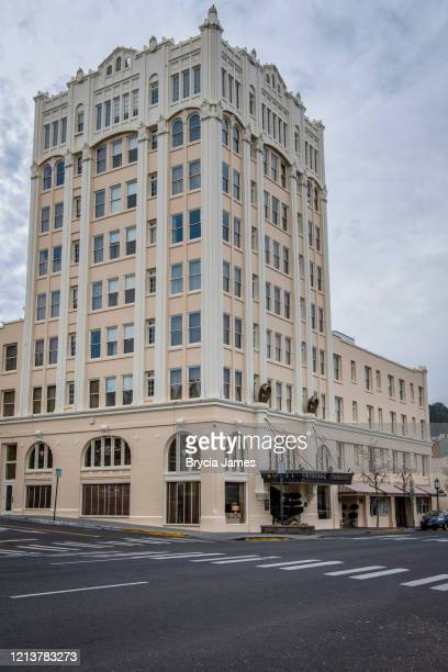 ashland springs hotel in downtown ashland oregon - brycia james stock pictures, royalty-free photos & images