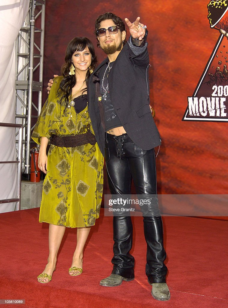 Ashlee Simpson and Dave Navarro during MTV Movie Awards 2004 - Arrivals at Sony Pictures Studios in Culver City, California, United States.