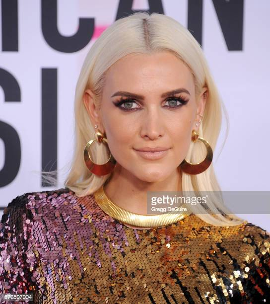 Ashlee Simpson arrives at the 2017 American Music Awards at Microsoft Theater on November 19, 2017 in Los Angeles, California.