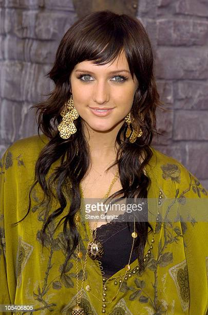 Ashlee Simpson during MTV Movie Awards 2004 - Arrivals at Sony Pictures Studios in Culver City, California, United States.