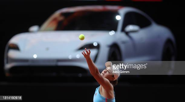 Ashleigh Barty of Australia serves during the first semi final match between Ashleigh Barty of Australia and Elina Svitolina of Ukraine during day 8...