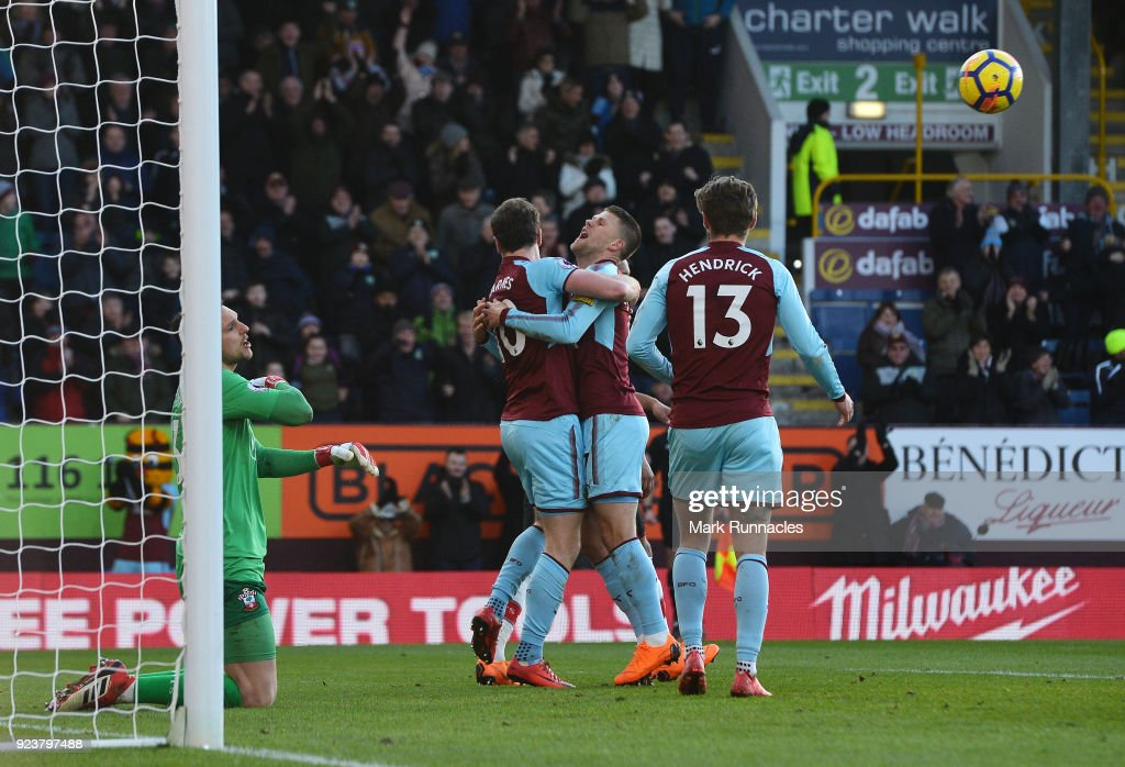 Ashley Barnes of Burnley celebrates scoring his side's first goal with team mates during the Premier League match between Burnley and Southampton at Turf Moor on February 24, 2018 in Burnley, England.