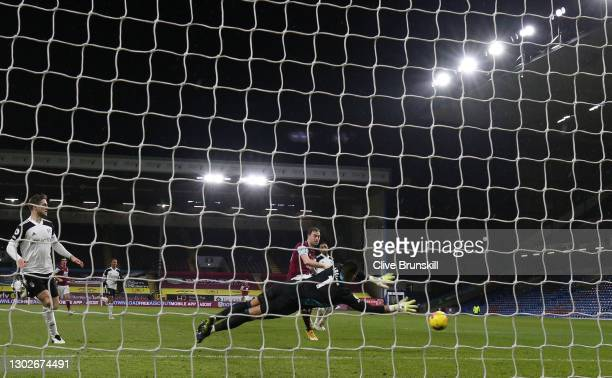 Ashley Barnes of Burnley scores his team's first goal past Alphonse Areola of Fulham during the Premier League match between Burnley and Fulham at...