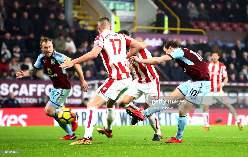 Ashley Barnes of Burnley scores the first Burnley goal during the Premier League match between Burnley and Stoke City at Turf Moor on December 12, 2017 in Burnley, England.