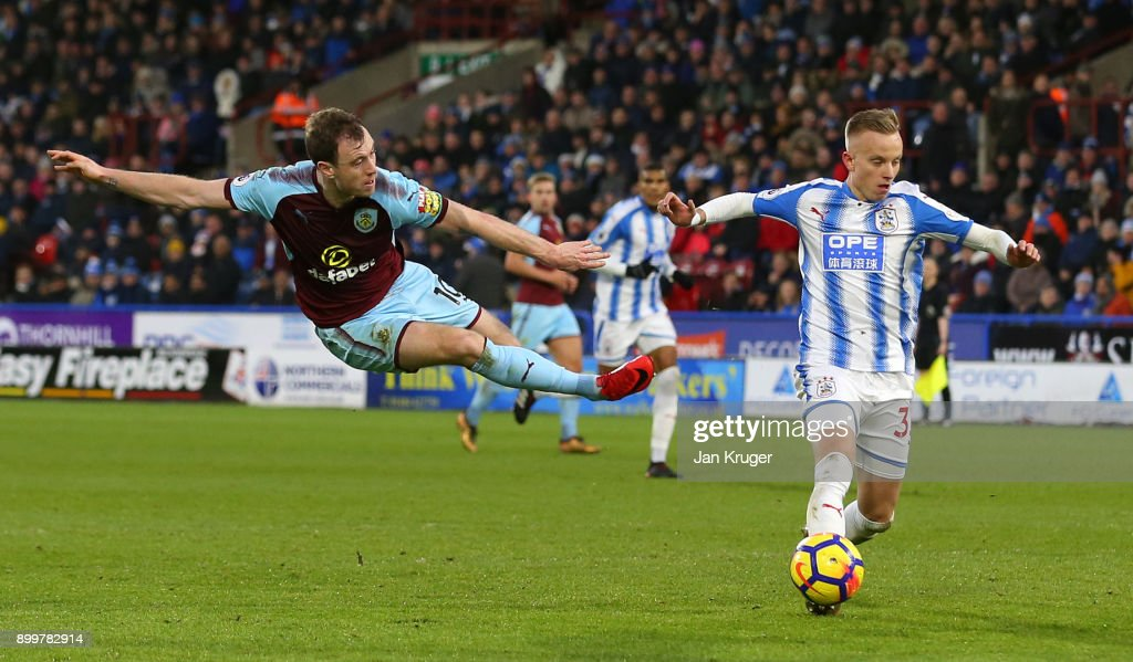 Ashley Barnes of Burnley shoots during the Premier League match between Huddersfield Town and Burnley at John Smith's Stadium on December 30, 2017 in Huddersfield, England.
