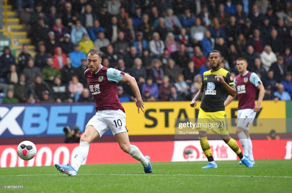 Burnley FC v Southampton FC - Premier League : Fotografía de noticias