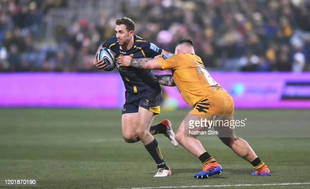 Ashley Beck of Worcestershire Warriors runs past Kieran Brookes of Wasps during the Gallagher Premiership Rugby match between Worcester Warriors and...