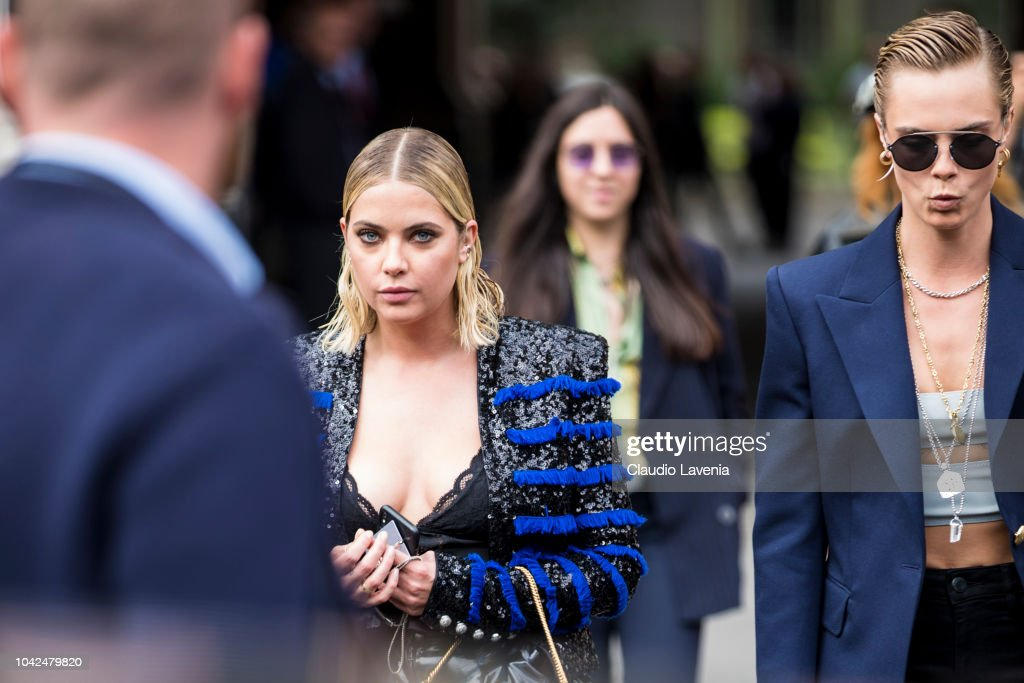 Street Style : Paris Fashion Week Womenswear Spring/Summer 2019 : Day Five : Nyhetsfoto