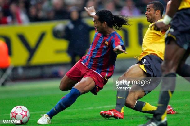 RONALDINHO / Ashley COLE Fc Barcelone / Arsenal Finale de la Ligue des Champions Stade de France Paris