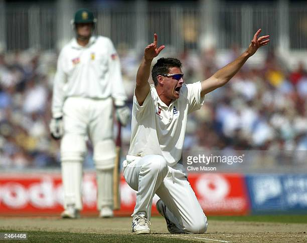 Ashley Giles of England successfully appeals for the wicket of Jacques Kallis of South Africa after he was run out during second day of the fifth...