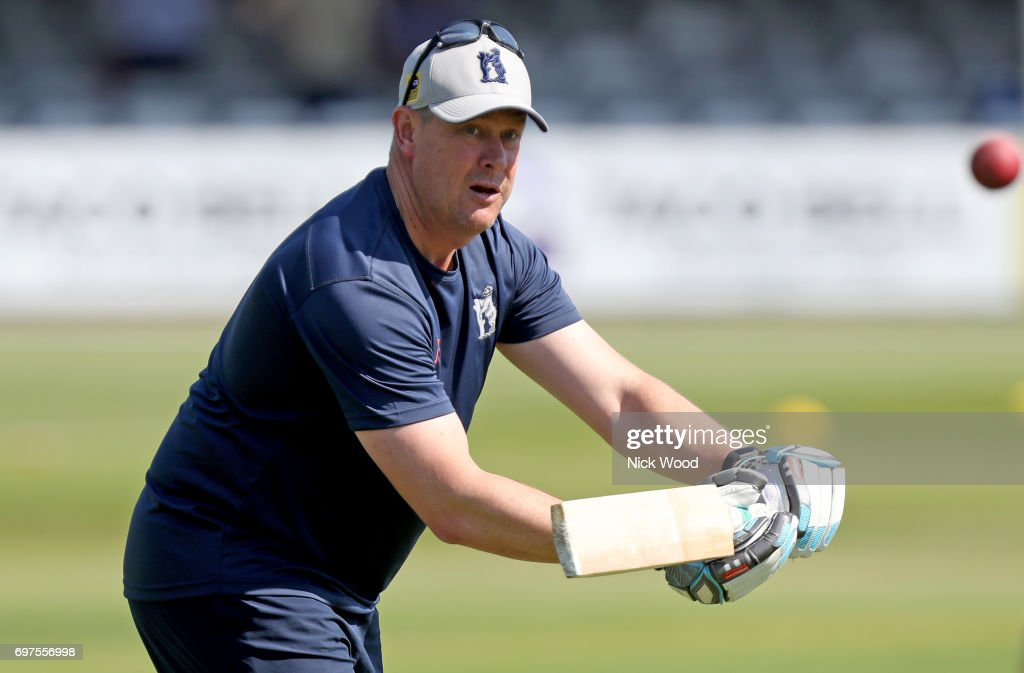 Ashley Giles of Warwickshire leads the clubs warm-up prior to the Essex v Warwickshire - Specsavers County Championship: Division One cricket match at the Cloudfm County Ground on June 19, 2017 in Chelmsford, England.