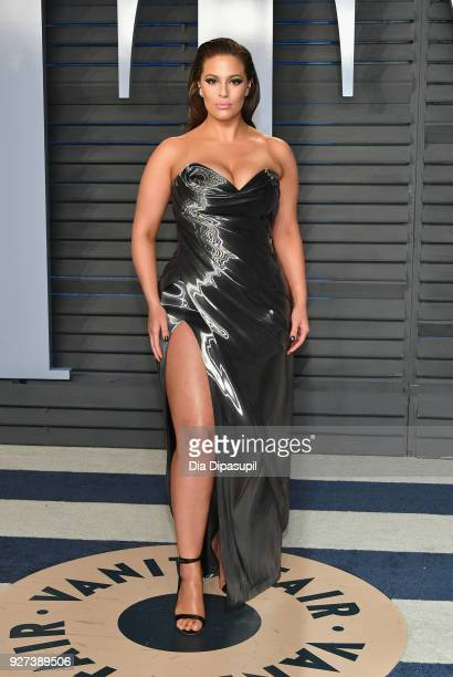 Ashley Graham attends the 2018 Vanity Fair Oscar Party hosted by Radhika Jones at Wallis Annenberg Center for the Performing Arts on March 4 2018 in...
