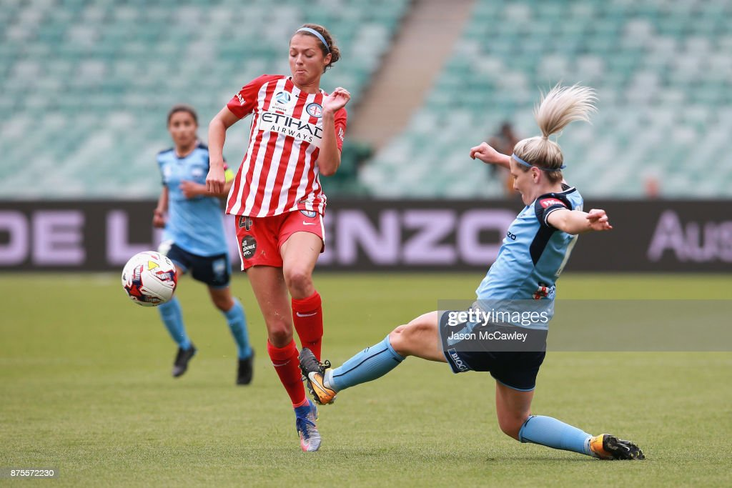 Ashley Hatch of Melbourne is challenged by Caitlin Cooper of Sydney during the round four W-League match between Sydney and Melbourne City at Allianz Stadium on November 18, 2017 in Sydney, Australia.