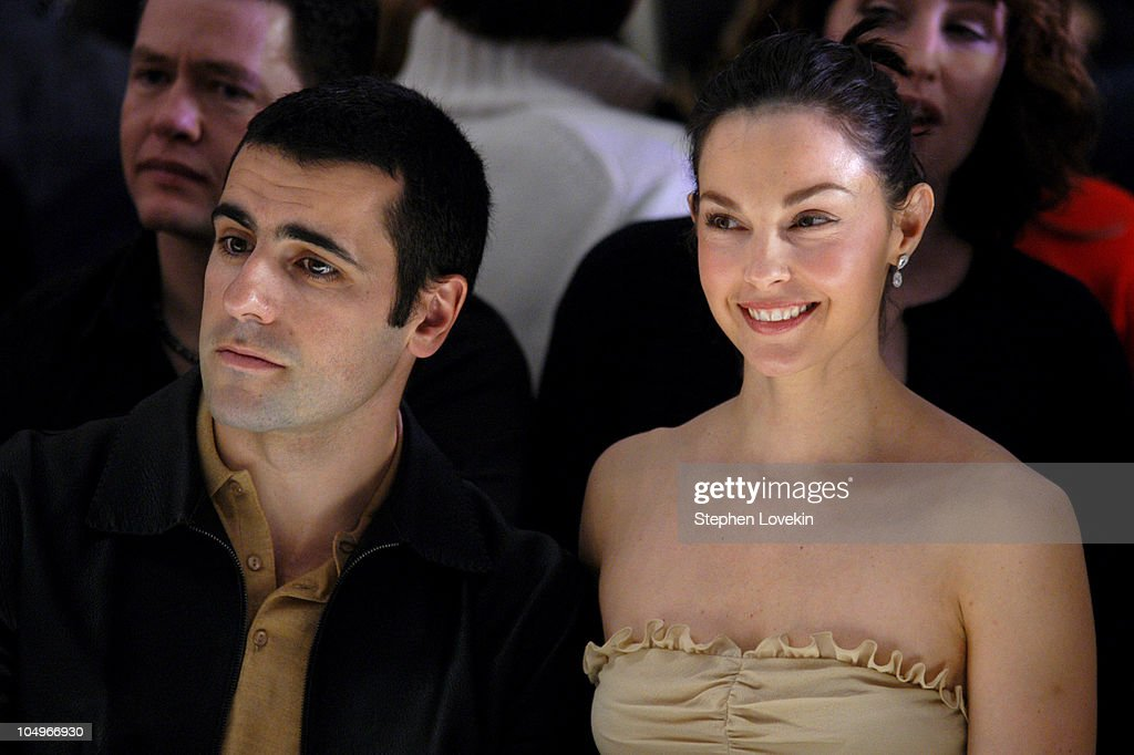 Olympus Fashion Week Fall 2004 - Tuleh - Front Row : Foto jornalística
