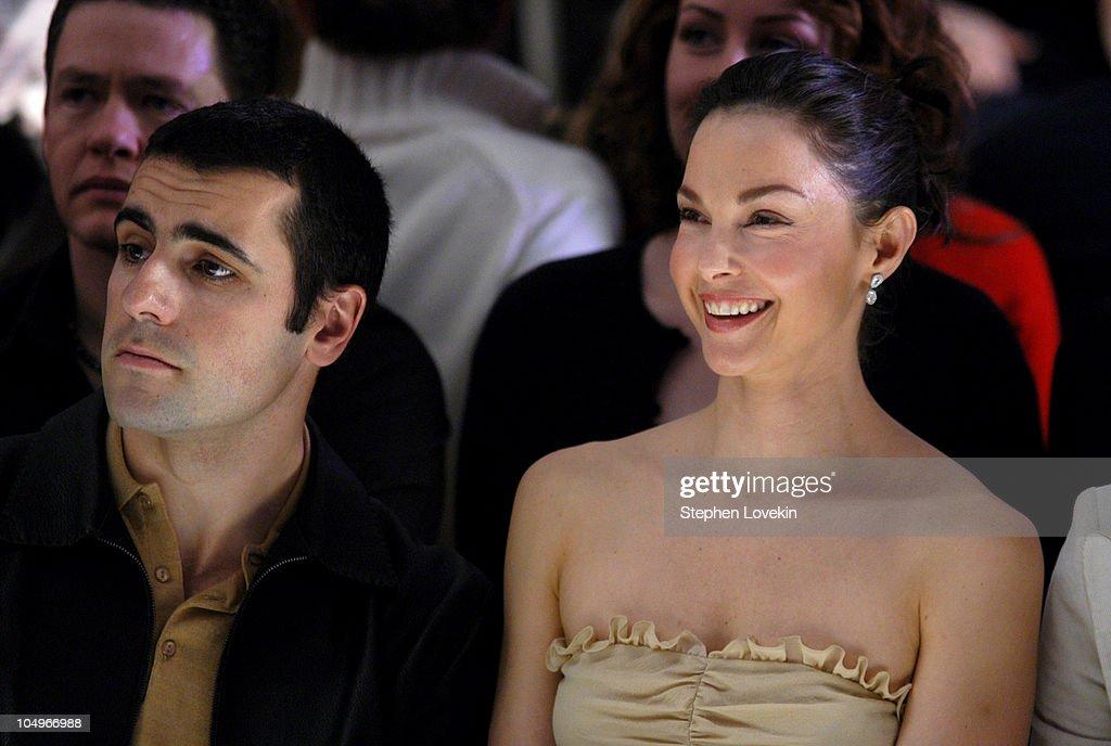 Olympus Fashion Week Fall 2004 - Tuleh - Front Row : Foto jornalística