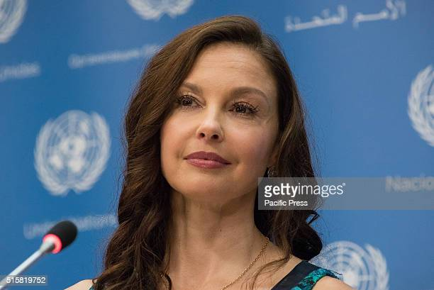 Ashley Judd speaks with the press Ashley Judd and United Nations Population Fund Executive Director Babatunde Osotimehin spoke at a press briefing...