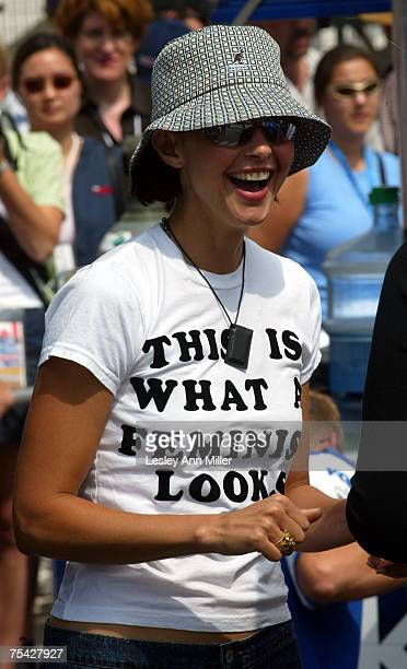 Ashley Judd wearing her shirt that says 'THIS IS WHAT A FEMINIST LOOKS LIKE'