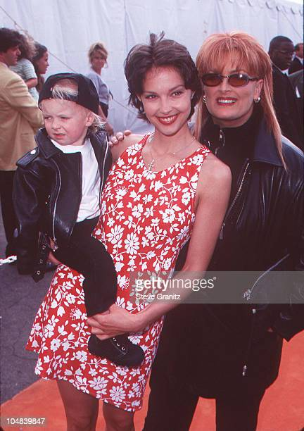 Ashley Judd Wynonna Judd and her son Elijah during Nickelodeon's 10th Annual Kids Choice Awards at Olympic Auditorium in Los Angeles California...