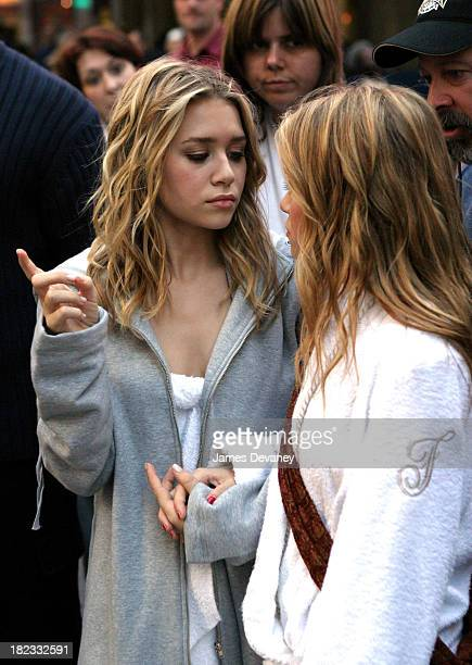 Ashley Olsen and Mary Kate Olsen during New York Minute on Location in Manhattan October 9 2003 at Midtown Manhattan in New York City New York United...