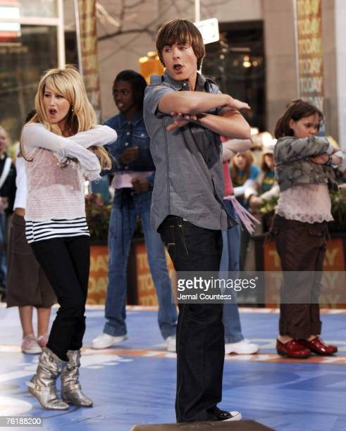 Ashley Tisdale and Zac Efron of High School Musical