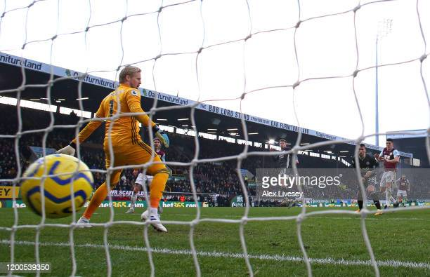 Ashley Westwood of Burnley scores the winning goal past Kasper Schmeichel of Leicester City during the Premier League match between Burnley FC and...