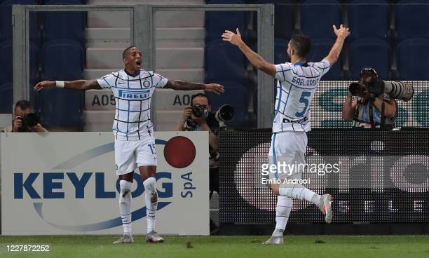 Ashley Young of FC Internazionale celebrates his goal with his teammate Roberto Gagliardini of FC Internazionale during the Serie A match between...