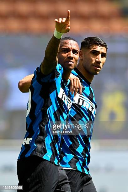 Ashley Young of FC Internazionale celebrates with Achraf Hakimi after scoring their team's first goal during the Serie A match between FC...