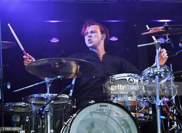 Ashton Irwin of 5 Seconds of Summer performs onstage at 2019 iHeartRadio Wango Tango presented by The JUVÉDERM® Collection of Dermal Fillers at...
