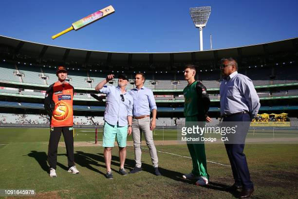 Ashton Turner of the Scorchers and Nic Maddinson of the Stars view the bat flip during the Melbourne Stars v Perth Scorchers BBL match at Melbourne...