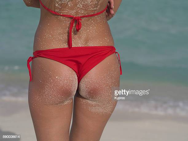 asia, maldives, close up view of a caucasian woman's bottom wearing bikini on a tropical beach alone - fanny pic fotografías e imágenes de stock