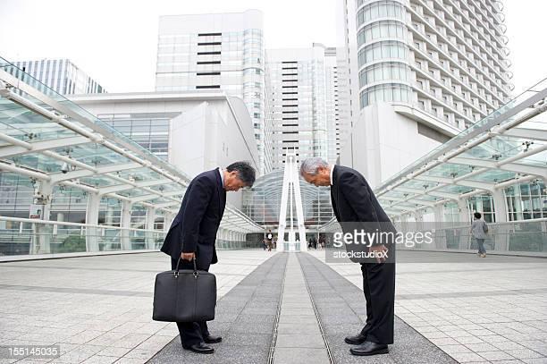 アジアのビジネス - お辞儀 ストックフォトと画像