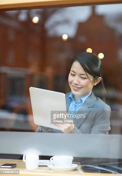 asian business woman using digital tablet. - newtechnology stock pictures, royalty-free photos & images