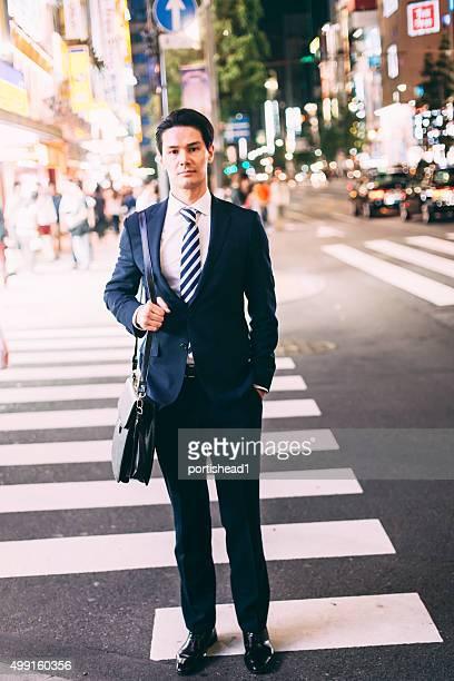 アジアのビジネスマン東京 street の交差点