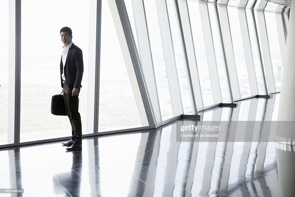 Asian Businessman holding smartphone : Stockfoto