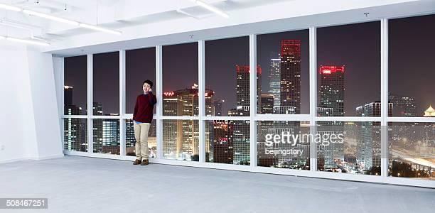 Asiatische Geschäftsmann am Telefon